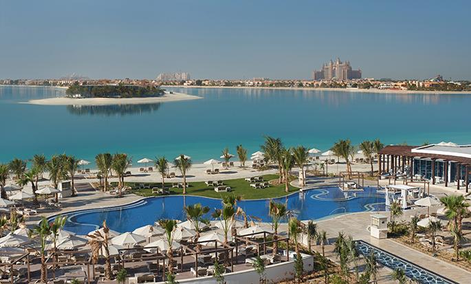 Waldorf Astoria Dubai Palm Jumeirah, VAE – Ausblick auf Swimmingpool und Meer