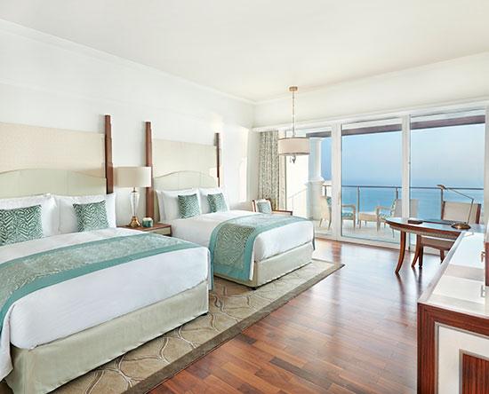 Waldorf Astoria Dubai Palm Jumeirah hotel, VAE - Deluxe Zimmer mit zwei Queen-Size-Betten und Blick auf Palm Jumeirah/Meer