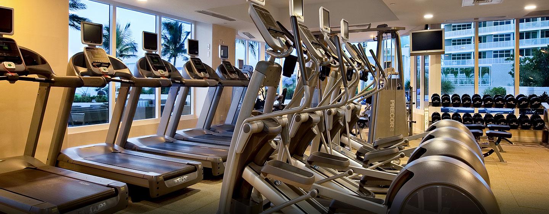 Im Fitnesscenter stehen Ihnen viele moderne Traingsgeräte zur Verfügung