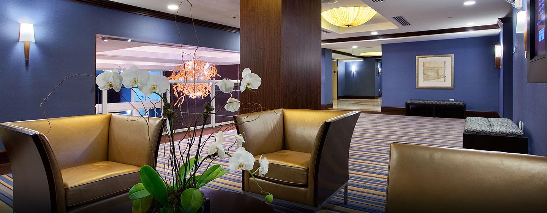 Im Foyer können sie sich auch zu kleinen Meetings oder Pausen treffen