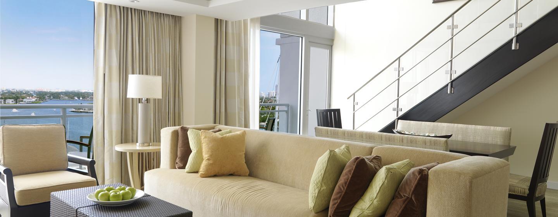 Genießen Sie aus der zweistöckigen Suite den Ausblick auf die berühmten Intracoastal Waterway