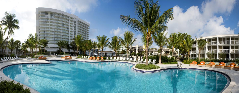 Erfrischen Sie sich im luxuriösen Swimmingpool des Hilton Fort Lauderdale Marina