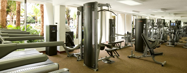 Im gut ausgestatteten Fitnesscenter des Hotels können Sie Ihrem Kraft- und Cardiotraining nachgehen