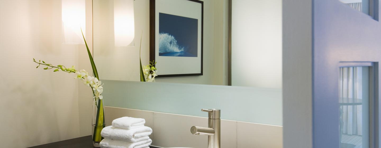Erfrischen Sie sich in den modernen Badezimmern im Hotel