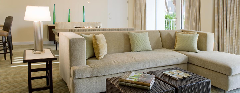 Entspannen Sie nach einem erlebnisreichen Tag in Fort Lauderdale im geräumigen Wohnzimmer Ihrer Suite