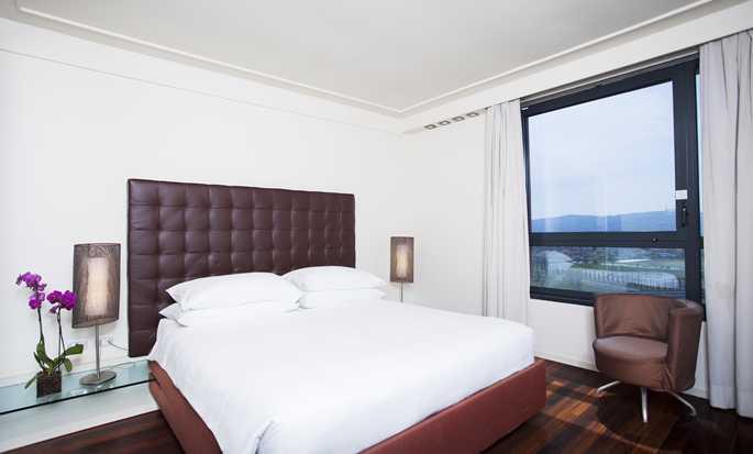 Hilton Florence Metropole Hotel, Italien – Executive Zimmer mit Kingsize-Bett
