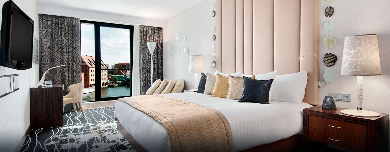 Genießen Sie Schlafkomfort der Extraklasse auf den komfortablen Bett im Schlafzimmer der Präsidenten Suite in Danzig