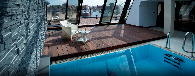 Schwimmen Sie einige Bahnen im Innenpool mit bezaubernden Panorama auf die malerische Altstadt Danzigs