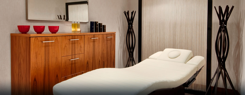 Lassen Sie sich bei einer Masage oder einer anderen Spa-Behandlung im Hotel verwöhnen