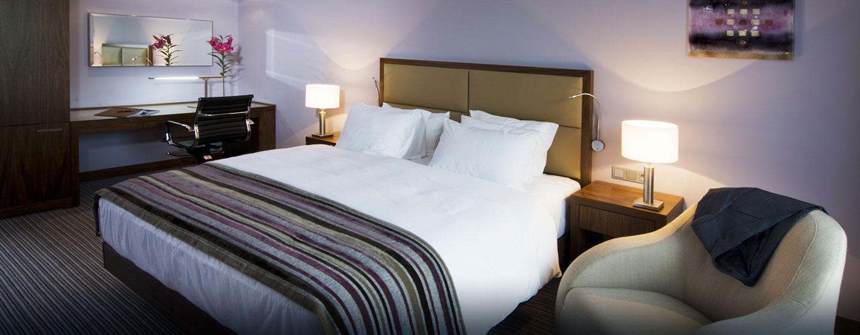 Entspannen Sie im großzügigen Zimmer im Hilton Gdansk