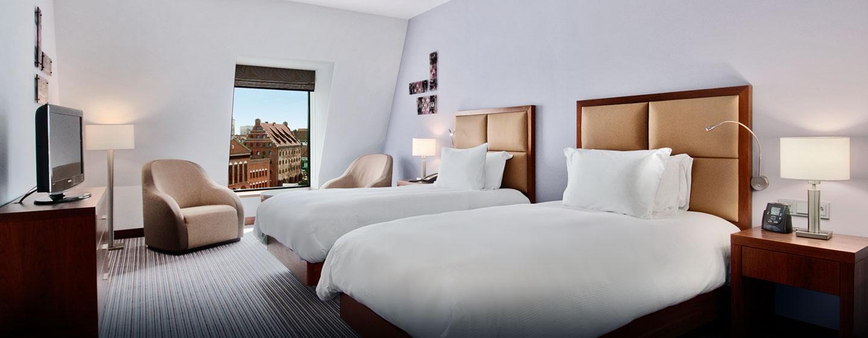 Im Zimmer mit zwei Einzelbetten können Sie den Ausblick auf die Altstadt Danzigs bewundern