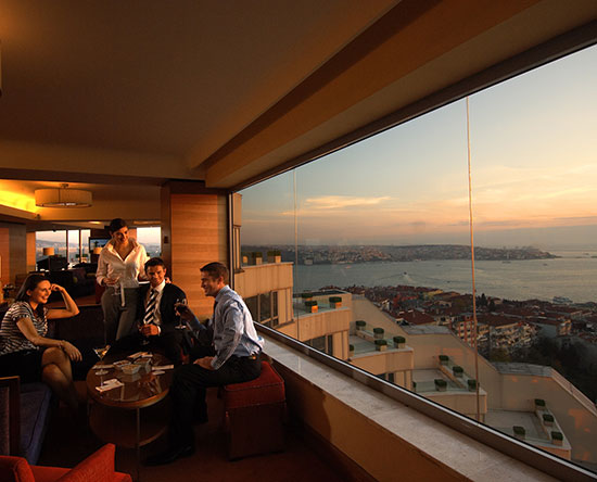 Conrad Istanbul Hotel, Türkei – Summit Bar and Terrace