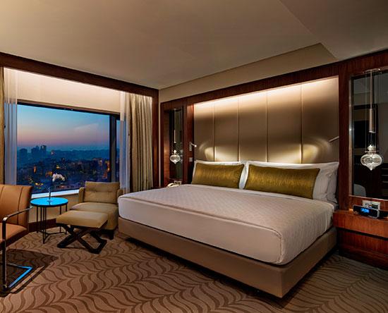 Conrad Istanbul Hotel, Türkei – Executive Zimmer mit King-Size-Bett und Parkblick