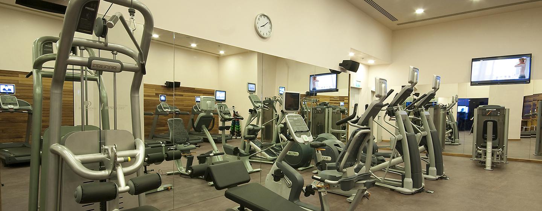 Machen Sie einen Workout im gut ausgestatteten Fitness Center