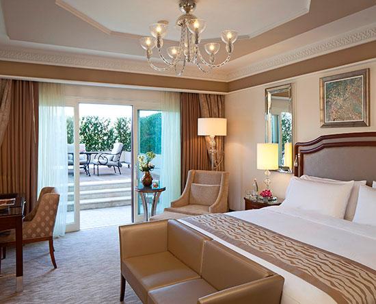 Waldorf Astoria Jerusalem Hotel, Israel – Zimmer mit Terrasse und King-Size-Bett