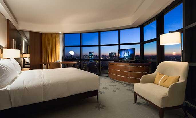 Hilton Kyiv Hotel, Ukraine – Zimmer mit King-Size-Bett