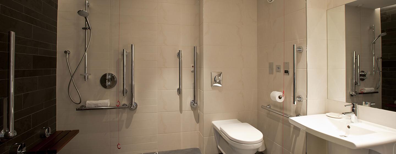 Zu den barrierefreien Zimmern gehört auch ein barrierefreies Badezimmer