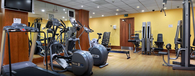 rainieren Sie im gut ausgestatteten Fitness Center des Hotels