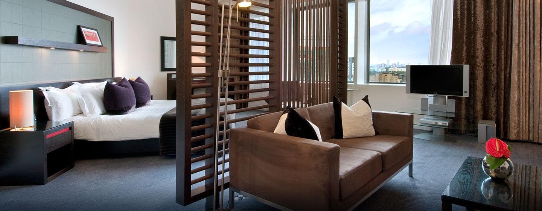 Genießen Sie die großzügige Junior Suite im Hilton London Canary Wharf Hotel