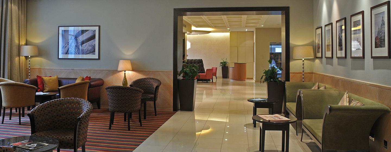 Relaxen Sie in der gemütlichen Lobby Lounge des Hotels