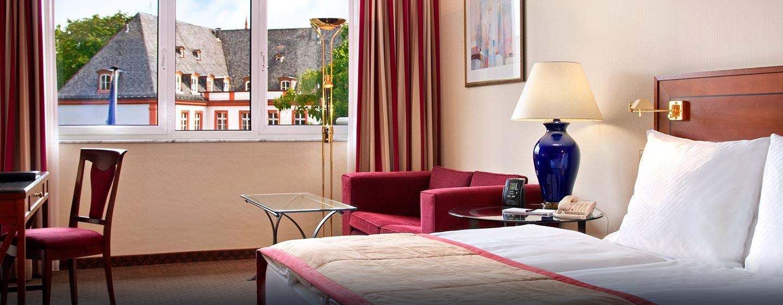Hilton Mainz City Hotel - Hilton Gästezimmer mit King-Size-Bett