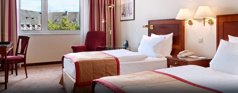 Hilton Mainz City Hotel, Germany - Hilton Gästezimmer mit zwei Einzelbetten