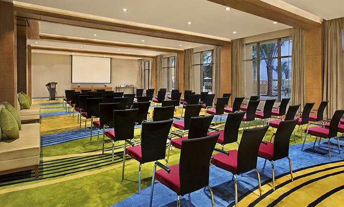 DoubleTree by Hilton Resort & Spa Marjan Island, Ras Al Khaimah, VAE – großer Meetingraum
