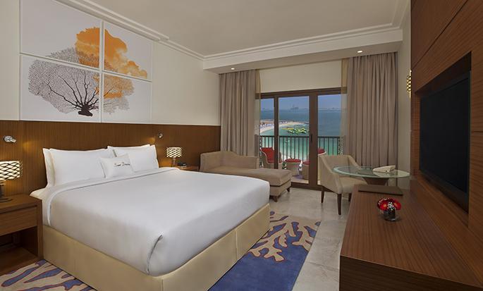 DoubleTree by Hilton Resort & Spa Marjan Island, Ras Al Khaimah, VAE – Zimmer mit King-Size-Bett