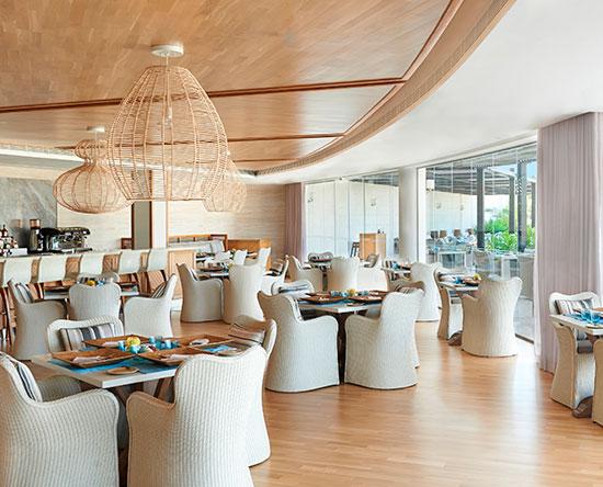 Waldorf Astoria Ras Al Khaimah hotel, VAE - Azure Poolbar