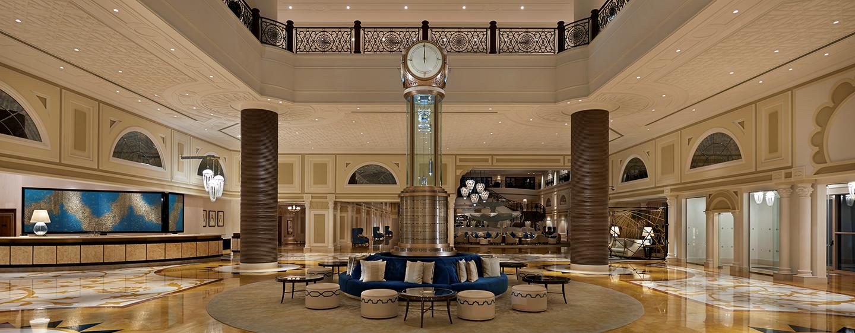 Die große Eingangshalle des Luxusresort läd zum verweilen ein