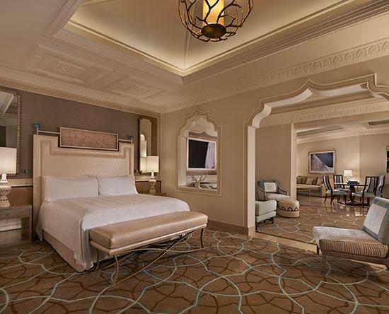 Waldorf Astoria Ras Al Khaimah hotel, VAE - Grand Junior Suite mit King-Size-Bett, Balkon und Ausblick