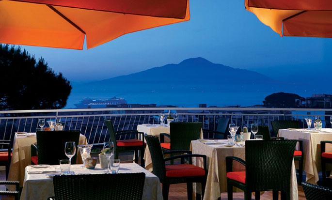 "Hilton Sorrento Palace, Italien – Terrasse des Restaurants ""Sorrento"""