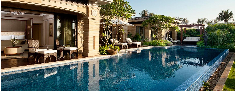 Die geräumige Villa wird Sie mit dem Blick in den tropischen Garten begeistern