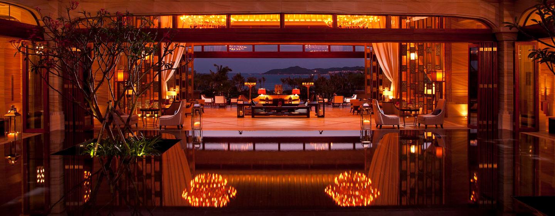 Unsere Lobby bietet Ihnen eine bezaubernde Aussicht auf die Haitang Bucht