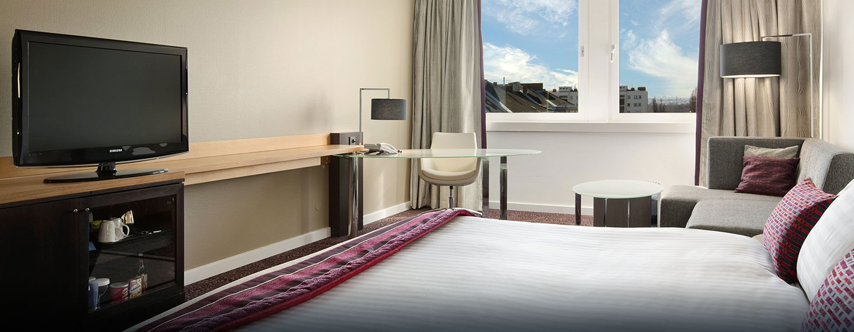 Hilton Gästezimmer mit King-Size-Bett